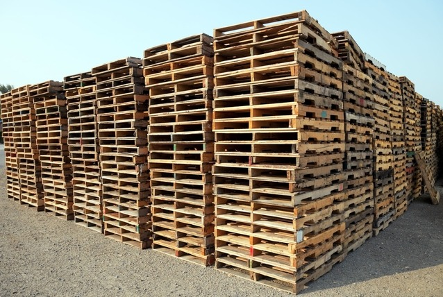reconditioned pallets in stacks